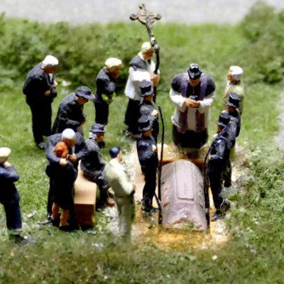 Figuritas en un funeral